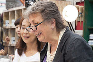 5月24日午後3時 アニースローン日本語版出版記念 サイン会チェリビーンズでやります。