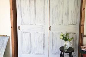 室内用ドアはどのくらいの量のペイントが必要なんでしょうか?