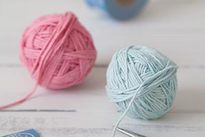 筆を洗った色水で染めた100均のタコ糸がかわいいパステルの糸に変身