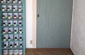 和室のふすま紙を貼っていたドアもアニースローンペイントで洋風ドアに変身♪