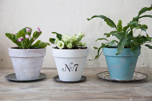 狭い場所でも簡単植木鉢ペイントで洋書ガーデニングスタイルが作れる提案